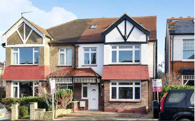 3 Bedrooms Flat for sale in Ashurst Road, North Finchley, N12