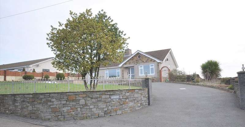 2 Bedrooms Detached Bungalow for sale in Llys Hefin, Station Hill, St.Clears SA33 4DL