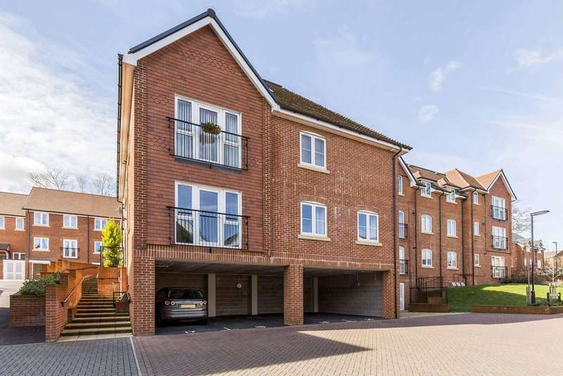 2 Bedrooms Apartment Flat for sale in Oasthouse Drive, Horndean PO8