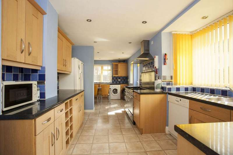 5 Bedrooms Detached House for rent in Highfield Rd, Winton