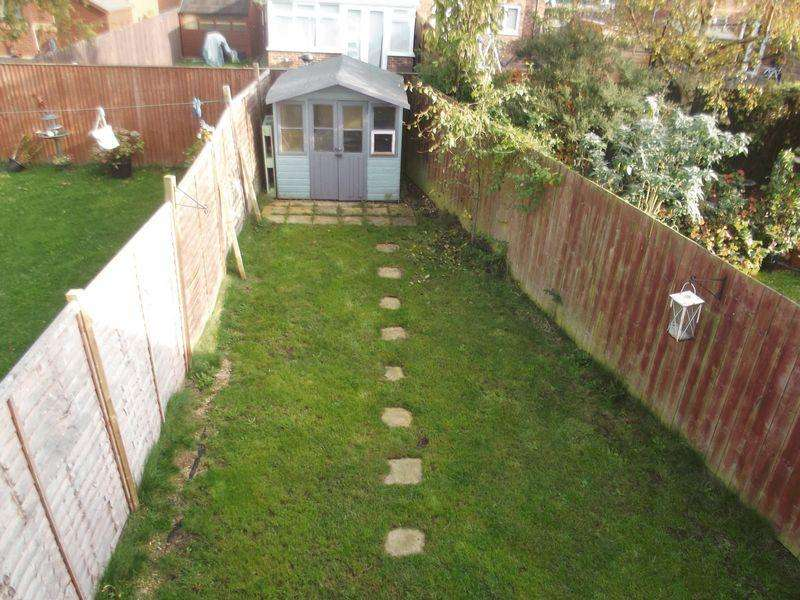 2 Bedrooms Semi Detached House for sale in Coxwold Grove, Hull