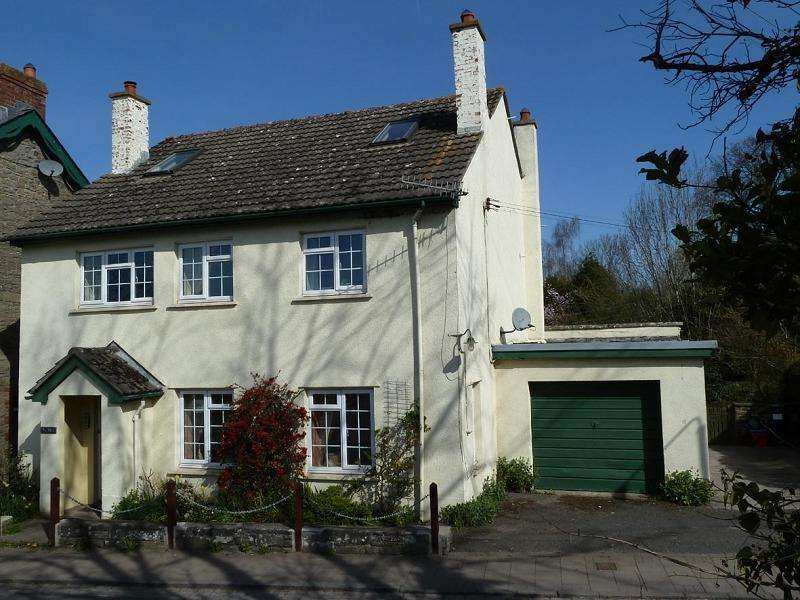 5 Bedrooms Detached House for sale in Llangorse, Brecon, Powys.