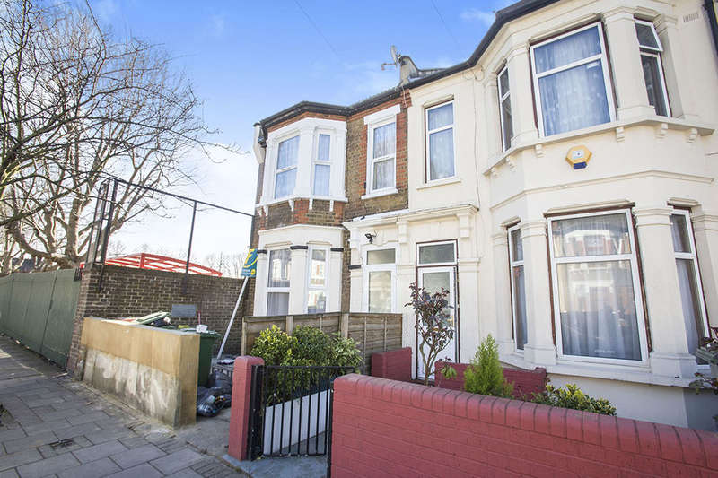 2 Bedrooms Flat for sale in Lucas Avenue, London, E13