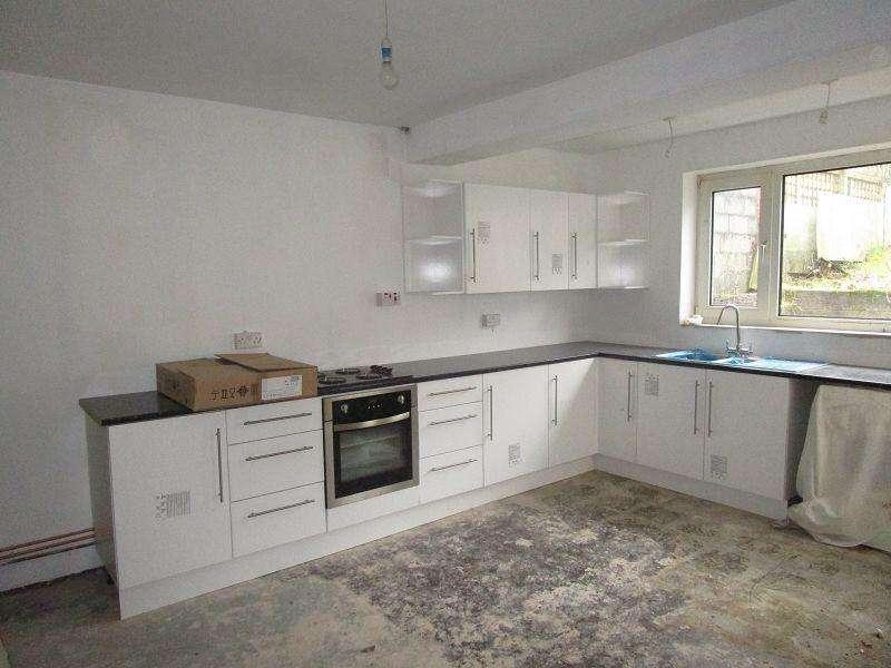 3 Bedrooms Semi Detached House for sale in Penywern Road, Ystalyfera, Swansea.