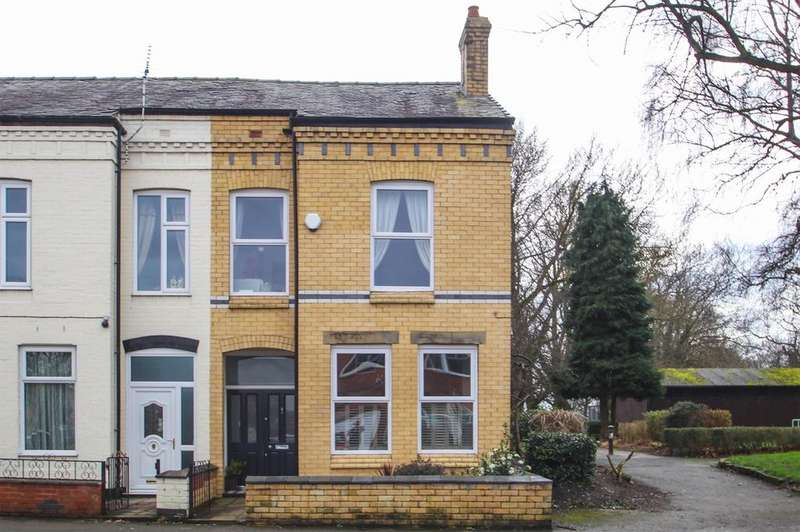 3 Bedrooms End Of Terrace House for sale in Flixton Road, Urmston, Manchester, M41