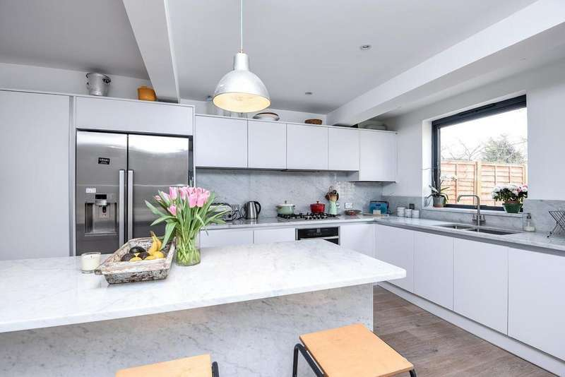 2 Bedrooms Flat for sale in Buckleigh Road, Streatham, SW16