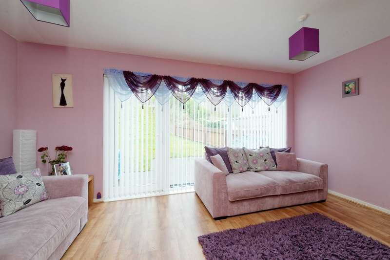 3 Bedrooms Terraced House for sale in Sandpiper Lane, Greenock, Inverclyde, PA16 7NU