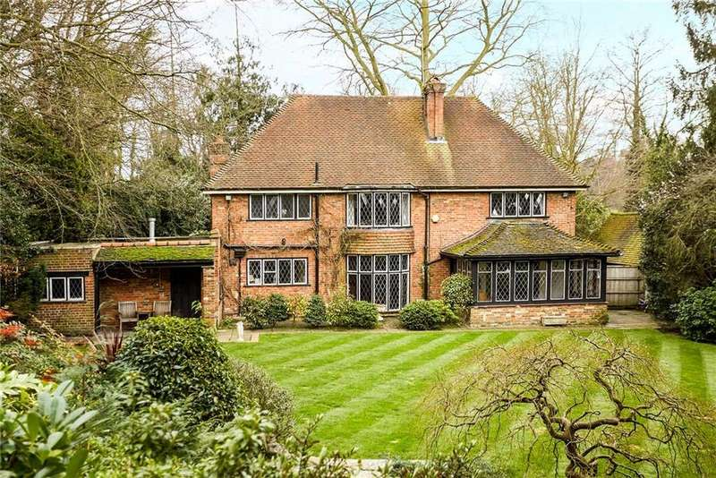 5 Bedrooms Detached House for sale in Hawkshill Close, Esher, Surrey, KT10