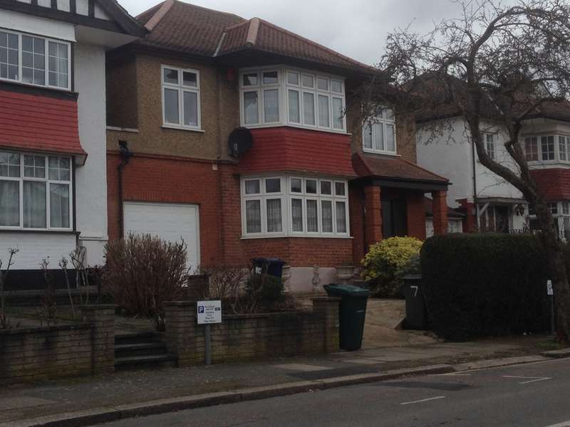 5 Bedrooms Detached House for sale in Crespigny Road, Hendon, London, NW4