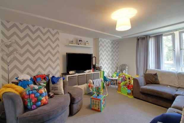 2 Bedrooms Apartment Flat for sale in Acre Drive, Glasgow, G20 0TW