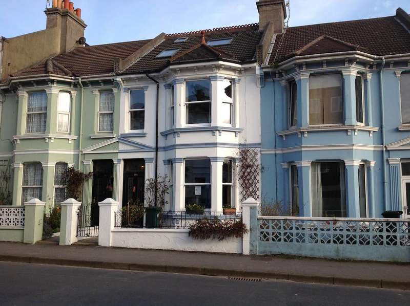 4 Bedrooms Terraced House for sale in Queens Park Road, Brighton BN2