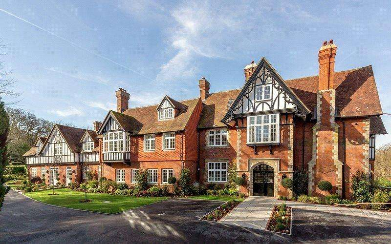 2 Bedrooms Flat for sale in Water's Edge, Westerham Road, BR2