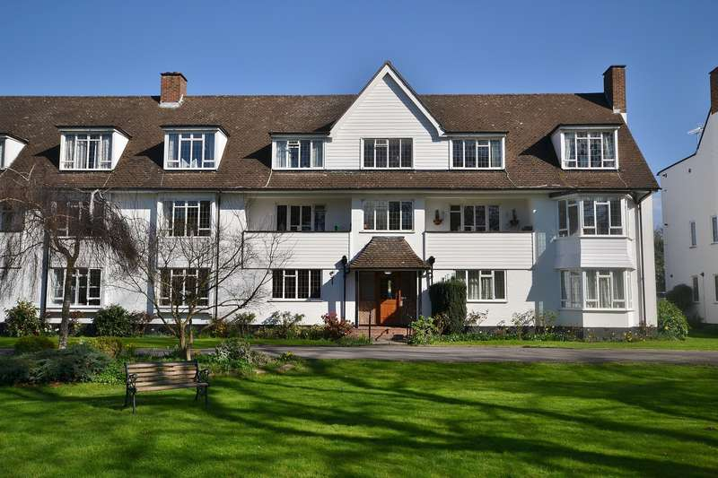 2 Bedrooms Flat for sale in Thames Ditton