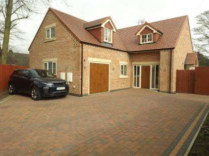 4 Bedrooms Detached House for sale in Clipstone Drive, Forest Town, Mansfield, Nottinghamshire