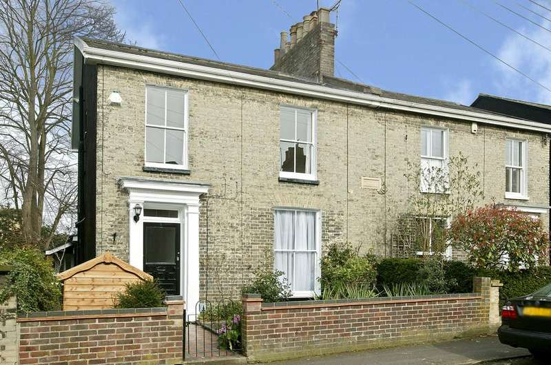 3 Bedrooms Semi Detached House for sale in Essex Street, Norwich