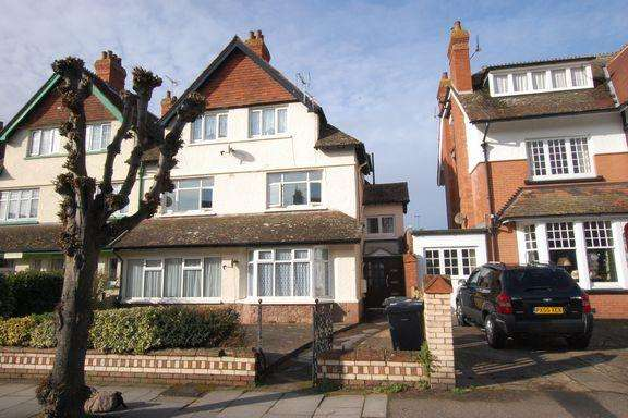 2 Bedrooms Flat for sale in Minehead