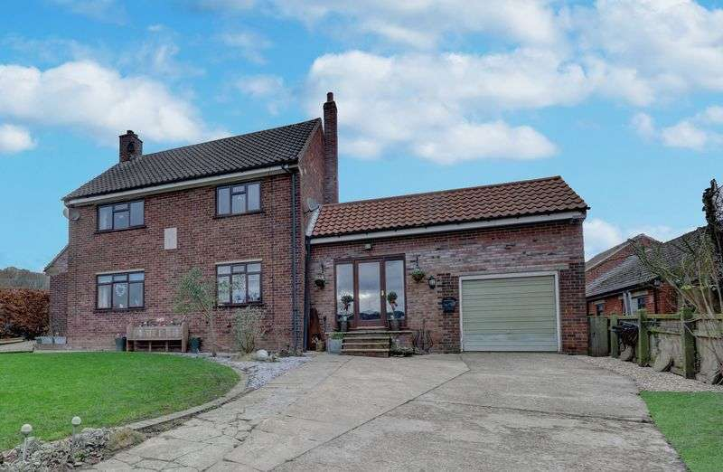 4 Bedrooms Detached House for sale in Priory Park, Grosmont