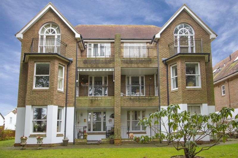 2 Bedrooms Flat for sale in Grand Avenue, Worthing