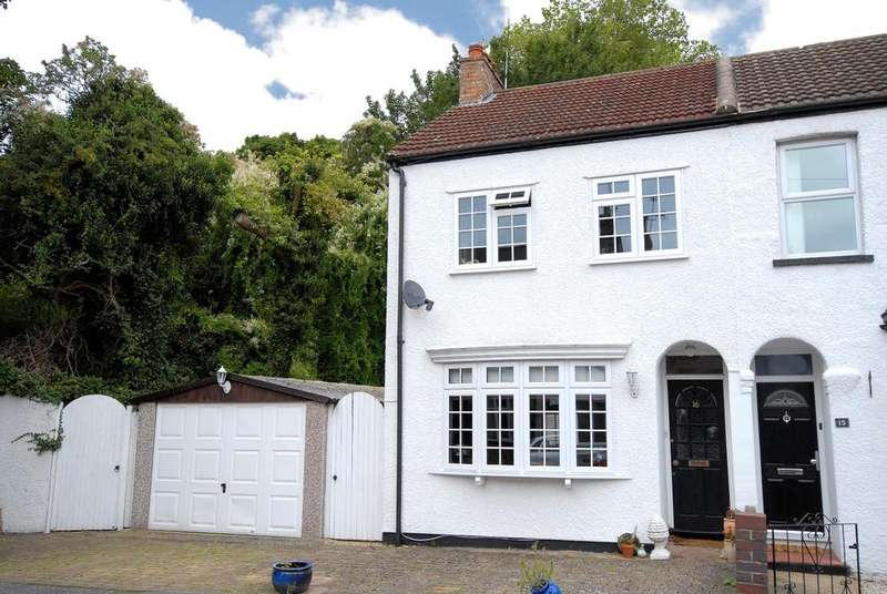 2 Bedrooms End Of Terrace House for sale in Cobden Road