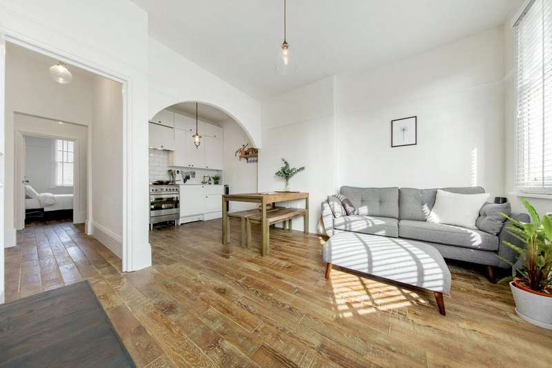 2 Bedrooms Flat for sale in Conyers Road, SW16