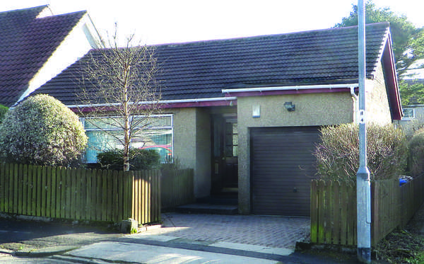 3 Bedrooms Detached Bungalow for sale in 11 Lomond Crescent, Beith, KA15 2EA