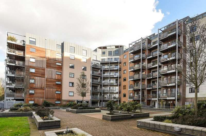 2 Bedrooms Flat for sale in Seren Park Gardens Blackheath SE3