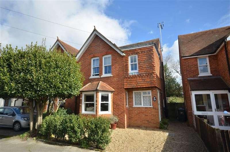 3 Bedrooms Property for sale in Edward Road, Farnham