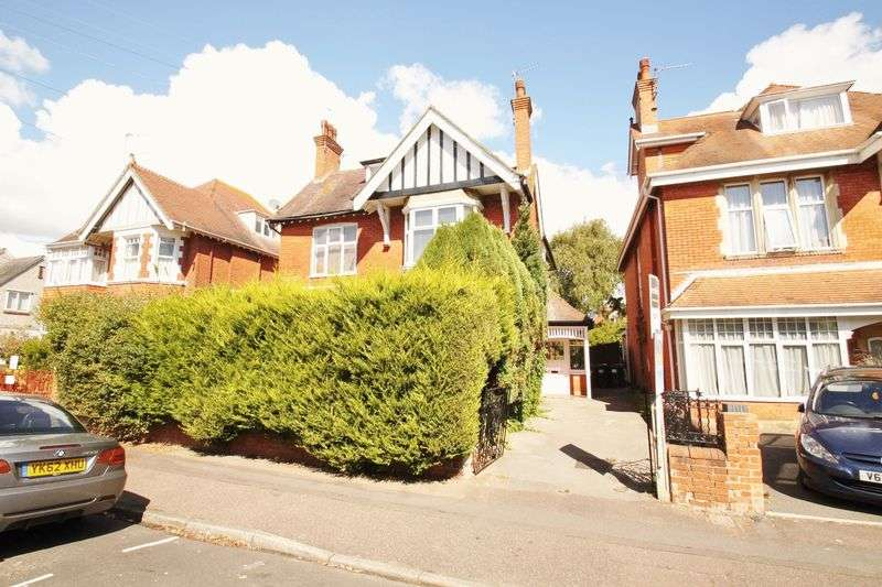 2 Bedrooms Flat for sale in Bryanstone Road, Bournemouth