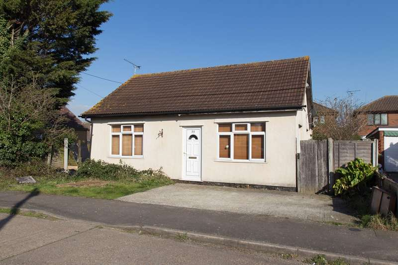 3 Bedrooms Detached Bungalow for sale in St Annes Road, Canvey Island, SS8