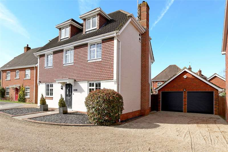 5 Bedrooms Detached House for sale in West Tisted Close, Fleet, GU51