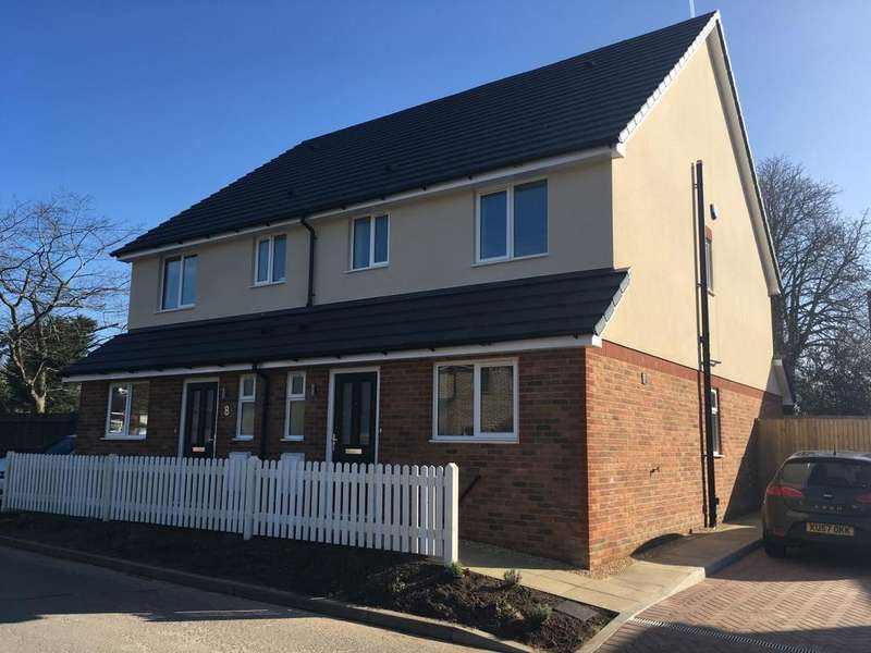 3 Bedrooms Semi Detached House for sale in Upper St Johns Road, Burgess Hill, RH15