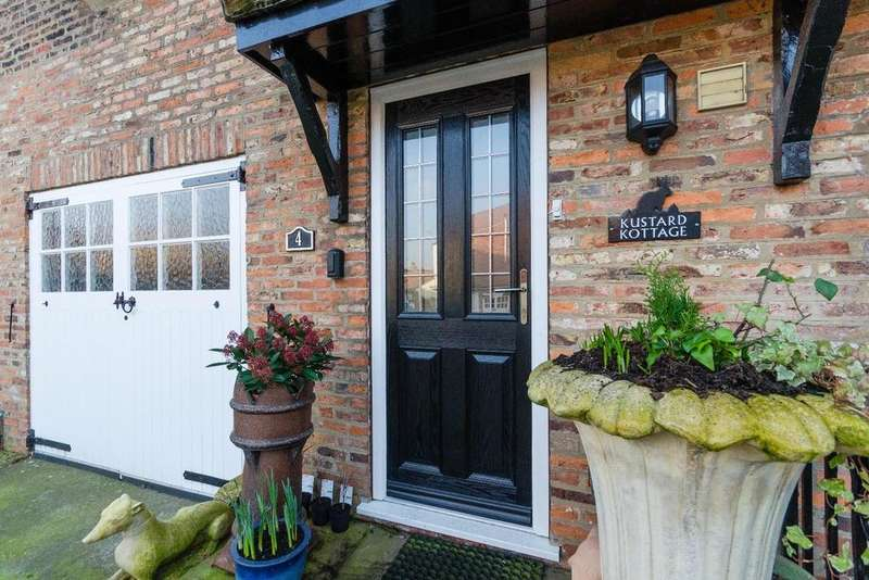 4 Bedrooms House for sale in Long Street, Easingwold, York