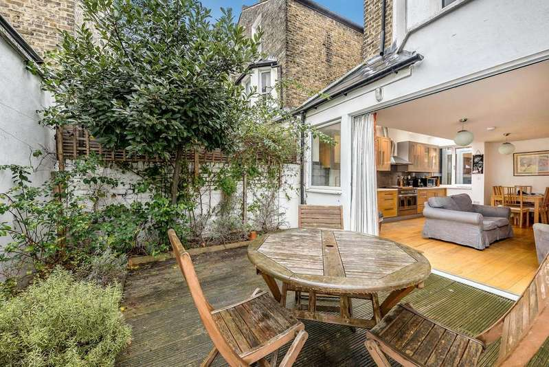 3 Bedrooms Apartment Flat for sale in MARMION ROAD, SW11