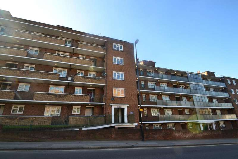 2 Bedrooms Flat for sale in Hither Green Lane London SE13