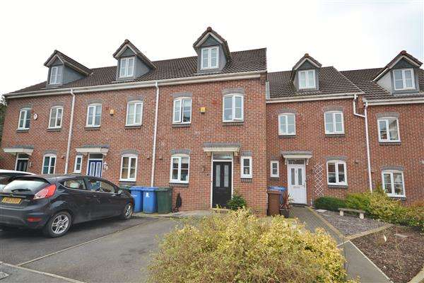 3 Bedrooms Town House for sale in Woodchat Court, Chorley