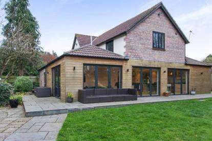 5 Bedrooms Detached House for sale in Players Close, Hambrook, Bristol, South Gloucestershire