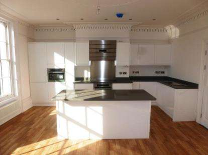 2 Bedrooms Flat for sale in 64 - 65, High Street, Banbury, Oxfordshire