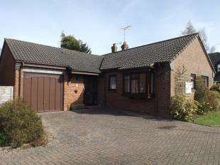 3 Bedrooms Bungalow for sale in Sunnyhill Close, Crawley Down, West Sussex