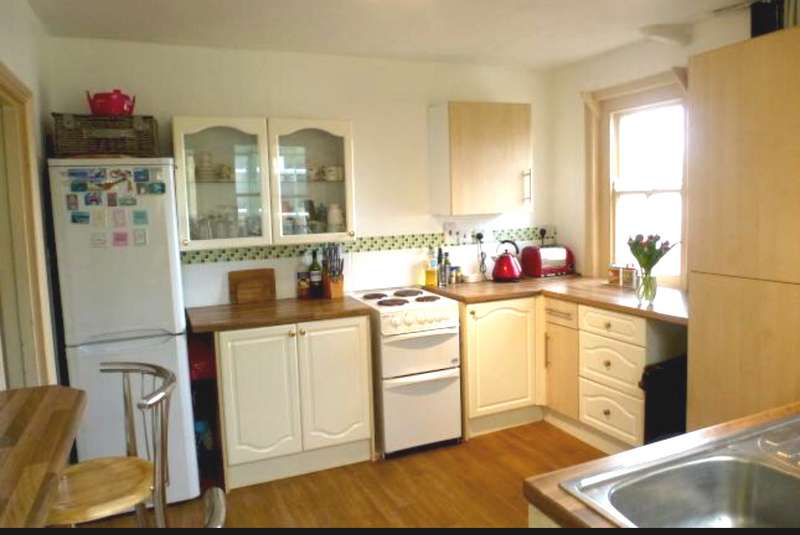 3 Bedrooms Property for sale in *online Auction* Bed Terrace House, Calne, Calne, SN11 8AD
