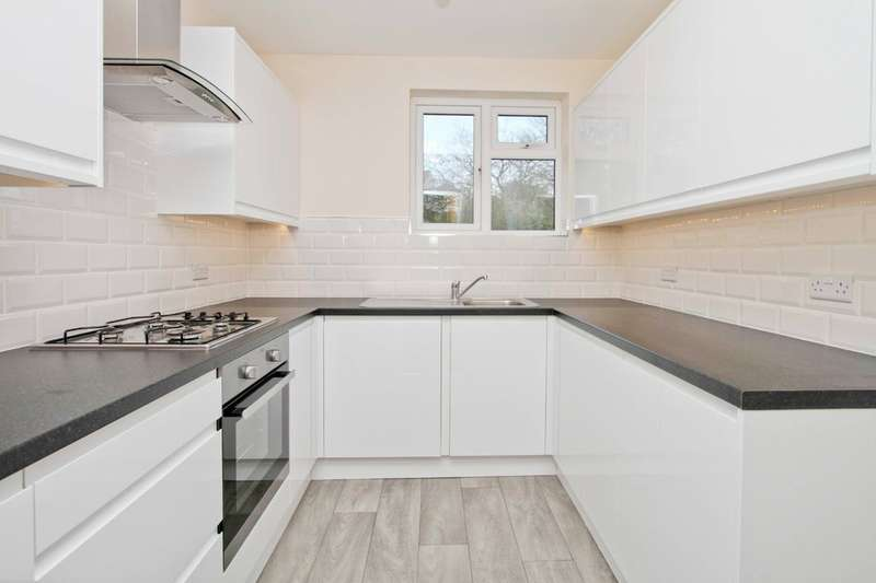 2 Bedrooms Maisonette Flat for sale in Joel Street, Northwood