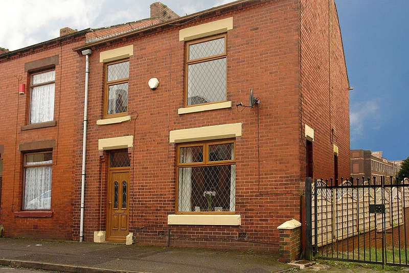 3 Bedrooms End Of Terrace House for sale in Smith Street, Lees, Oldham
