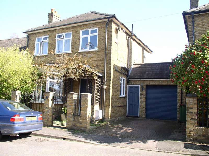 3 Bedrooms Detached House for sale in Snellings Road, Hersham, Walton-On-Thames