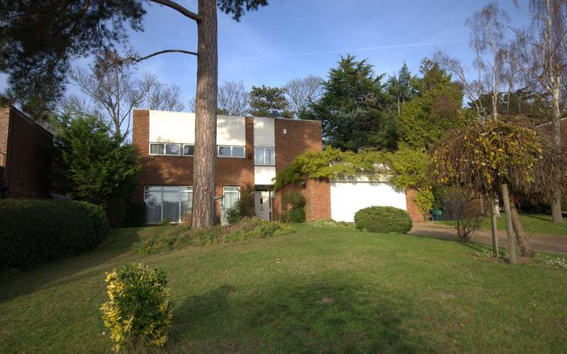 4 Bedrooms Detached House for sale in Coombe
