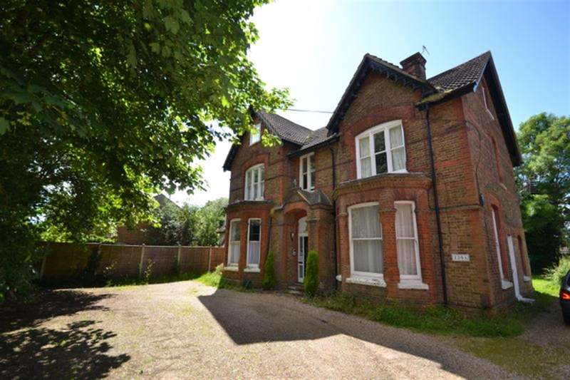 2 Bedrooms Flat for sale in Frenches Road, Redhill, Surrey, RH1 2HZ
