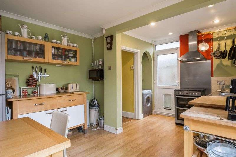 3 Bedrooms Semi Detached House for sale in Walcot Avenue, Luton