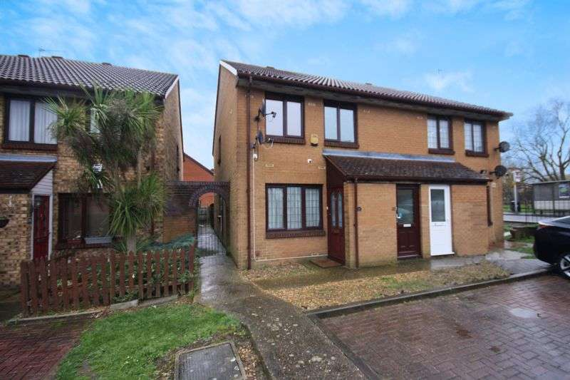 2 Bedrooms Flat for sale in Coulter Close, Hayes