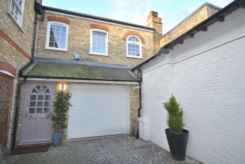 3 Bedrooms Terraced House for sale in The Mews, High Street, N8