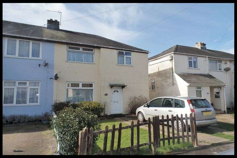 3 Bedrooms Semi Detached House for sale in Causeway Crescent, Totton