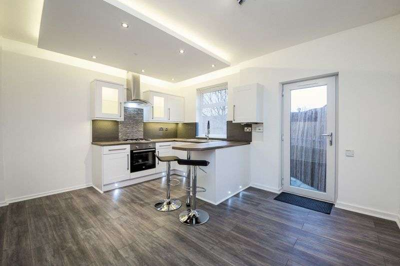 3 Bedrooms Property for sale in Chapel Green Road, Hindley