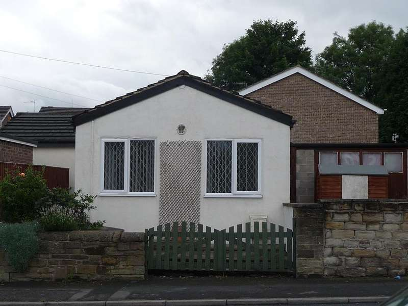 2 Bedrooms Detached House for sale in Carlinghow Lane Batley WF17 8DX